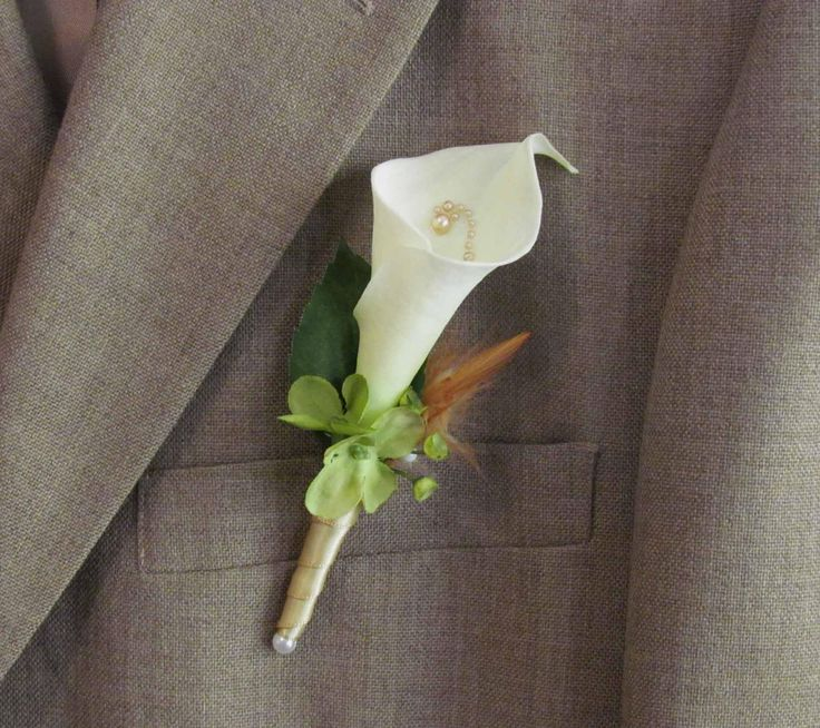 calla lillies with pearls for a wedding | Calla Lily Boutonniere for your Wedding by justanns on Etsy
