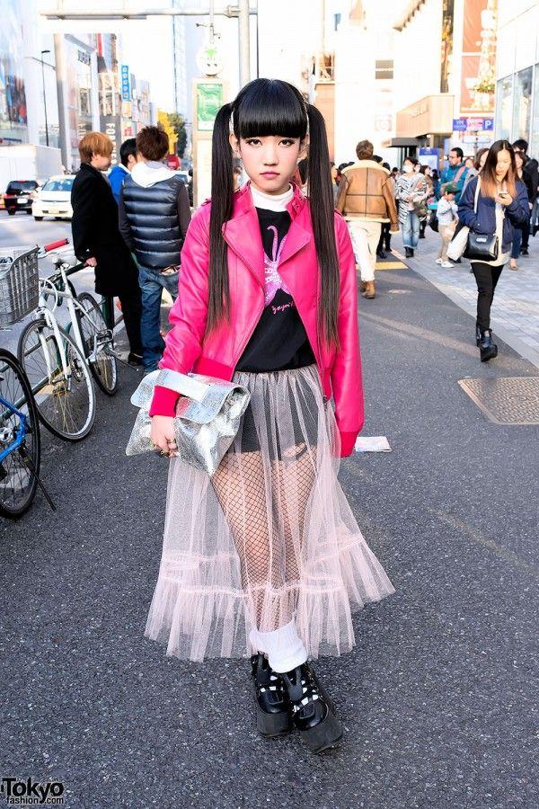 Rinyo is a 19-year-old girl and works at one of Harajuku's most popular boutiques, Nadia Flores En El Corazon (AKA Nadia Harajuku).