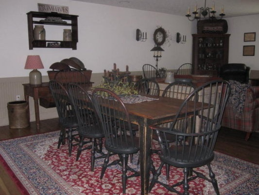 I Love The Hepplewhite Table Windsor Chairs And Red Rug Find This Pin More On Primitive Dining Rooms