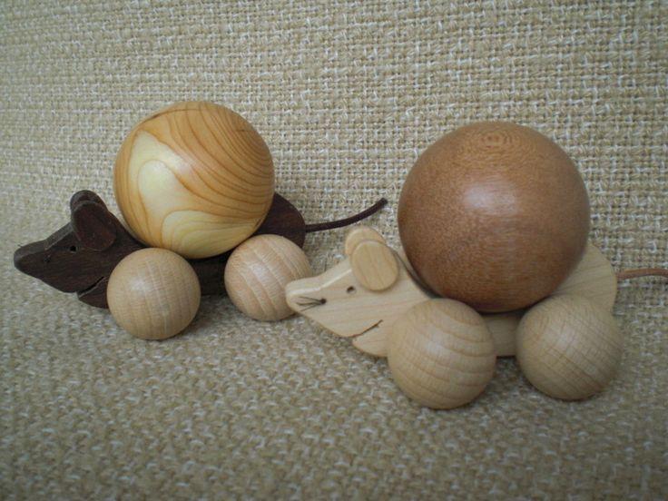 Mäuschen aus Holz (mittel)mit gedrechselten Kugeln von Pfiffiges aus Heu, Wolle und Holz auf DaWanda.com