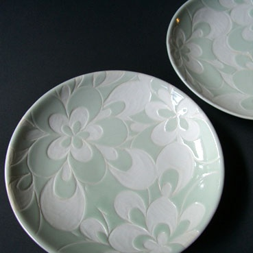 sgraffito plate flowers - find a way to do this using flexible stamp