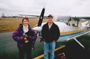 English: A flight instructor (left) and her st...