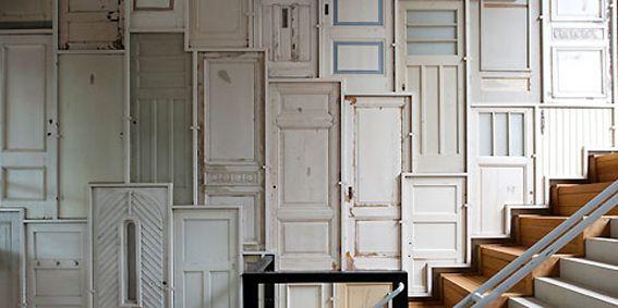 revestir paredes con puertas: Interior Design, Repurposed Doors, Decor Ideas, Architecture Walls, Fab Walls, Phenomenal Ideas, Reclaimed Walls