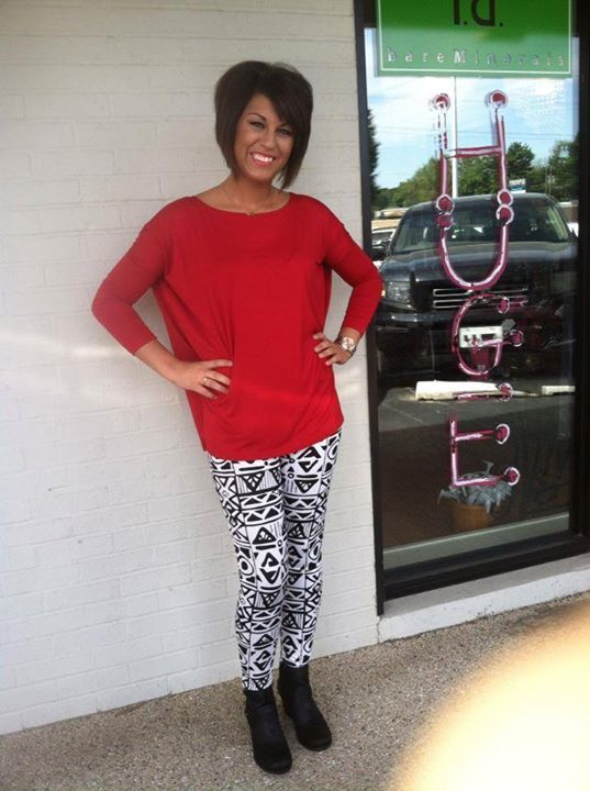 Great Outfit for Tailgating! Red Piko Top $32 Printed Tribal High-Waisted Leggings $34 Comment with your size to reserve yours today! – Jagg...