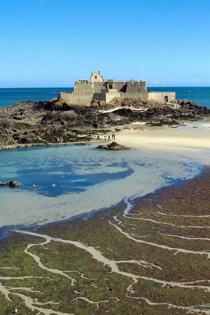 Saint-Malo et son fort national sur la grande plage ! #Bretagne #littoral #patrimoine