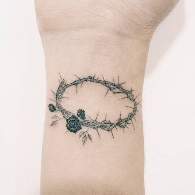 Crown of thorns tattoo on the right inner wrist. Tattoo artist: Doy
