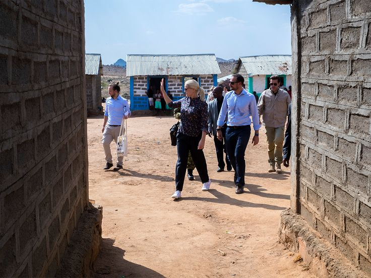 Crown Prince Haakon and Crown Princess Mette-Marit. Hitsats Refugee Camp is one of four camps in the north of Ethiopia for refugees from Eritrea.  The Crown Prince and Crown Princess concluded their visit to Ethiopia at the Hitsats Refugee Camp in the north of the country.