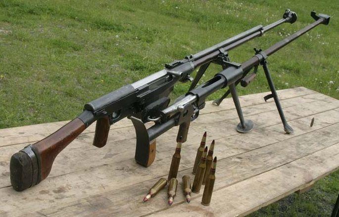 История противотанковых гранатомётов   Армейский вестник. Soviet PTRS (left) and PTRD 14.5mm anti tank rifles. (WW 2)