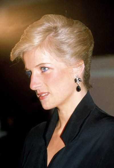 January 29 1989 Diana attends the presentation of the Sir Laurence Olivier Awards at the Dominion Theatre in London