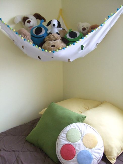 stuffed animal holder - we already have 2 pet nets, but it'd be much more fun to replace them with homemade ones! @Stephanie Mayne, let's do it =)
