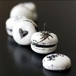 Daring Bakers Challenge : Black Sesame and Nori Macarons