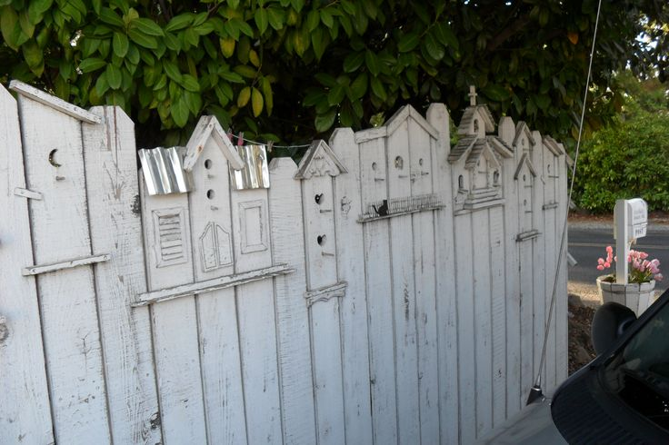 Fence inspired by bird houses