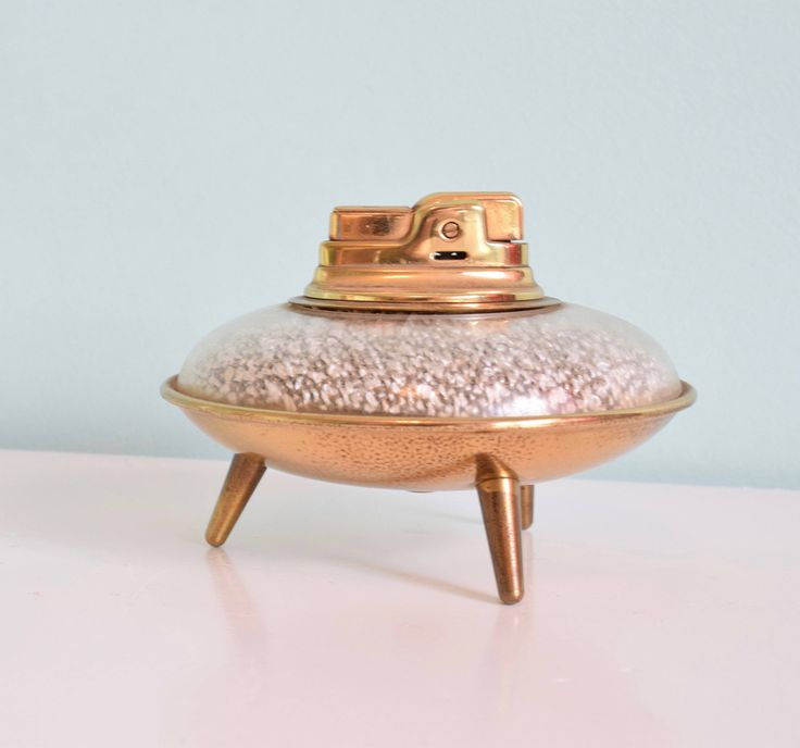 """""""Vintage Ronson Lighter, Table Top Lighter, Flying Saucer UFO, MCM, Vintage Decor, Made in the U.S.A, Art Deco by shelfLifeVintage on Etsy"""" ~~ previous pinner"""