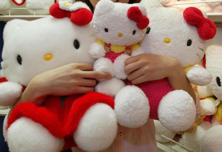 """40. Geburtstag: Am 1. November 2014 feiert """"Hello Kitty"""" ihren 40. Geburtstag. Zum ersten Mal tauchte """"Hello Kitty"""" auf einer Geldbörse auf. Heute gbit es über 50.000 Hello-Kitty-Produkte, von der Zahnbürste, über Backmischungen bis hin zu einem Kostüm für die Popdiva Lady Gaga. Mehr Bilder des Tages auf: http://www.nachrichten.at/nachrichten/bilder_des_tages/ (Bild: Reuters)"""