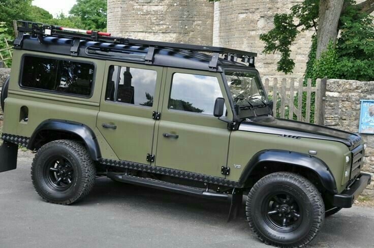 Tripical Auto Carriers Inc This is how we Rock. #LGMSports transport it with http://LGMSports.com Land Rover Defender