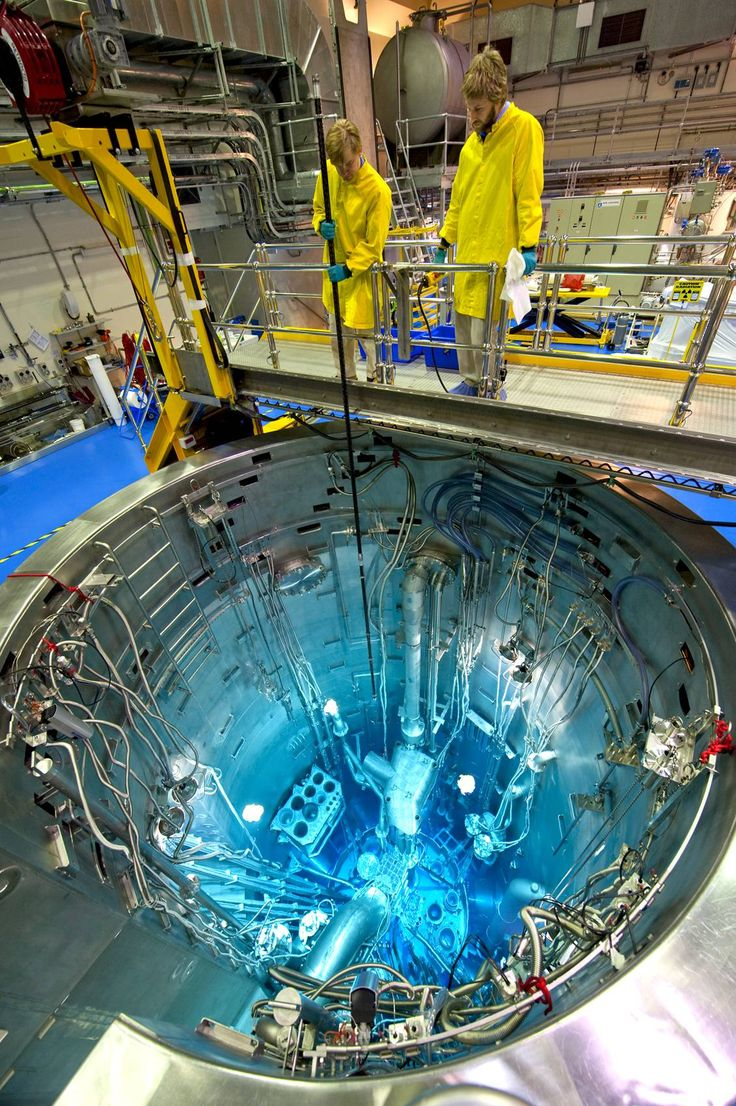 Open Pool Nuclear Reactor [1131x1700] in 2020 Nuclear
