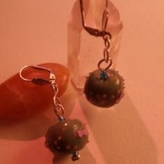 Boucle d'oreilles perles bleu pétrole, papillons et microbilles