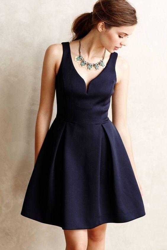 上品でエレガントなネイビーのドレスはいかが♪秋冬ファッションのお呼ばれドレス参考♪