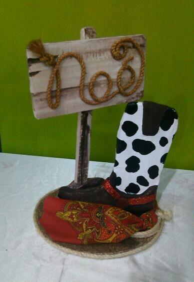 Topper para pastel con el tema de vaqueros made in - Decoracion de sombreros ...