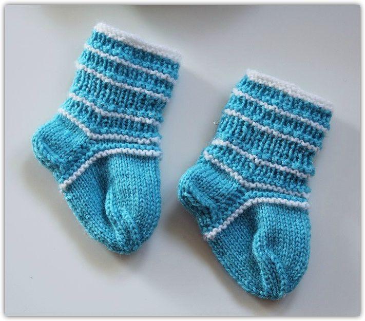 Sinivalkoiset vauvasukat ♥ Knitted Baby Socks