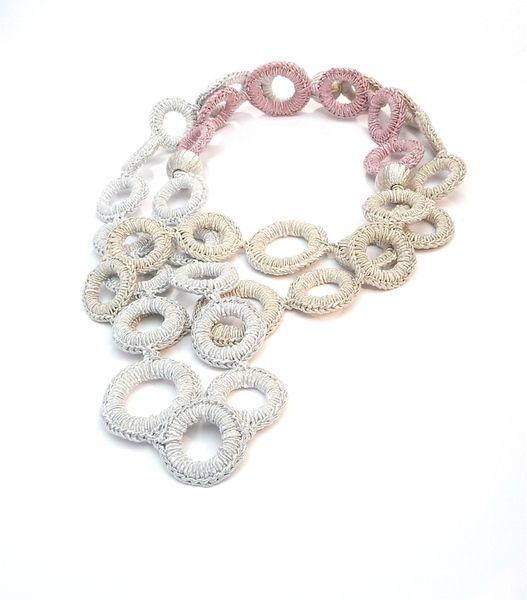 Halskette Ringe Handmade Pur Silberbrokat Rosa von MANOLO UNIKATE  auf DaWanda.com