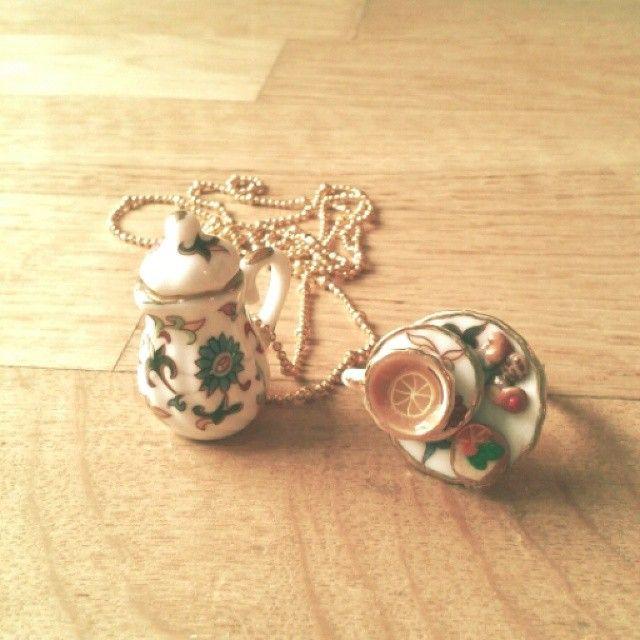 Conjunto colgante y anillo Merienda British #fimo #handmade #tea #teapot #teaparty #colgant #ring