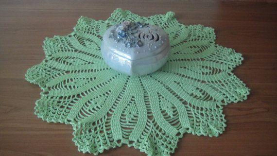 Салфетка крючком светло-зеленые. Декор для вазы. Ажурное вязание, украшения для стола, круглая салфетка, салфетки декор, декор интерьера, 100% хлопок .