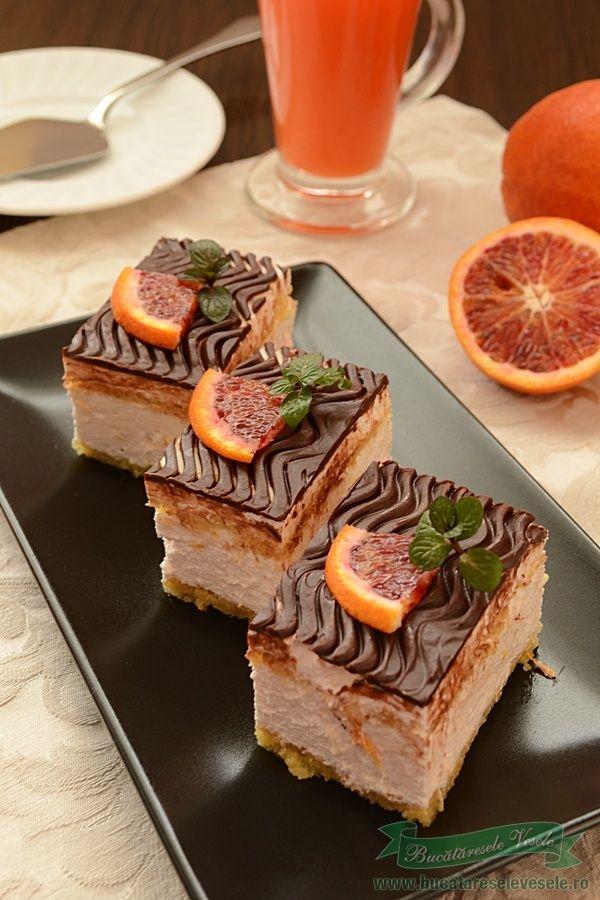 Prajitura cu mascarpone si portocale rosii. O prajitura cremoasa si parfumata cu aroma portocalelor rosii . Daca va plac portocalele rosii si crema de mascarpone va recomand sa incercati si aceasta reteta. Alte retete de prajituri cu crema de mascarpone pe care vi le recomand Prajitura cu mascarpone si zmeura ,tort cu mascarpone si caise Blat