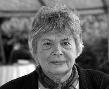 1922 – Kolozsváron megszületett Dr. Polcz Alaine magyar pszichológus, írónő, a tanatológia (a halál és gyász kutatása) magyarországi úttörője, Mészöly Miklós felesége.