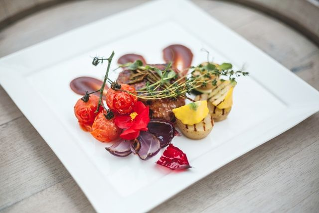 Jēra ciskas steiks ar rozmarīna ķiplokmērci  Lamb rump steak with rosemary garlic sauce