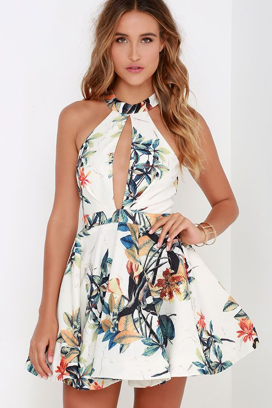 With the ocean nearby and a hula tune on the wind, the Lahaina Luau Ivory Floral Print Skater Dress will feel right at home