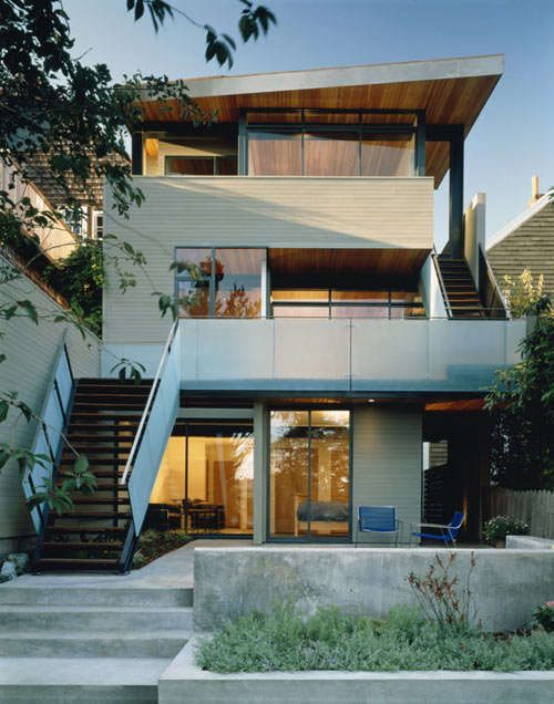 The Alvarado House is Conservative Up Front But Modern At the Back trendhunter.com