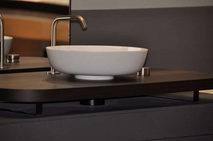 MANHATTAN Bathtub Washbasin system displays an innovative console in smoked oak with surface washbasin in Solid Surface.