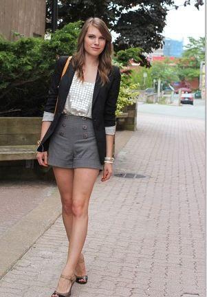 グレーのショートパンツをハイウエストで着こなした上品コーディネート。 ハイウエストスカート・パンツ スタイル ファッション コーデ♪