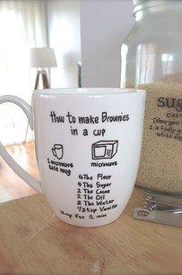 Du kannst auch eine Tasse verzieren. Entweder mit ganz Pinselstiften oder mit…