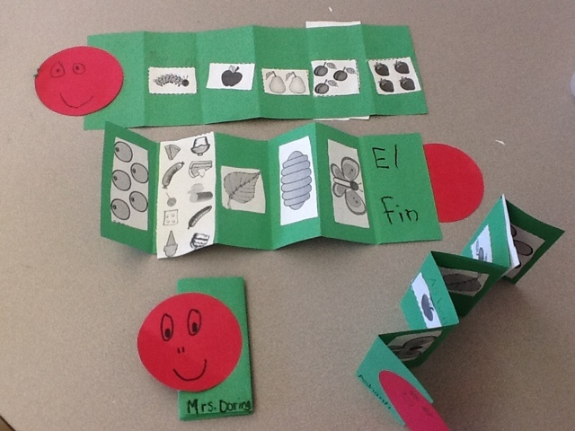 Daisies, Dots, and Kinder Spots: La oruga muy hambrienta, The Very Hungry Caterpillar retelling accordion books