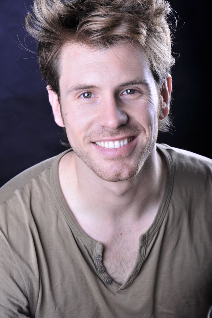 Álex Navarro actor. Sonrisa