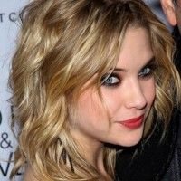 Ashley Benson Medium Wavy Hairstyle with Layers | Hairstyles Weekly