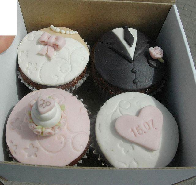 wedding cupcakes by Maria Olejniczak, via Flickr