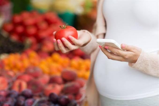 تتعدد فوائد الطماطم للحامل حيث تعد الطماطم من النباتات الغنية بالعديد من المعادن والفيتامينات وغيرها من العناصر الغذائية المهم Pregnant Women Pregnant Tomato