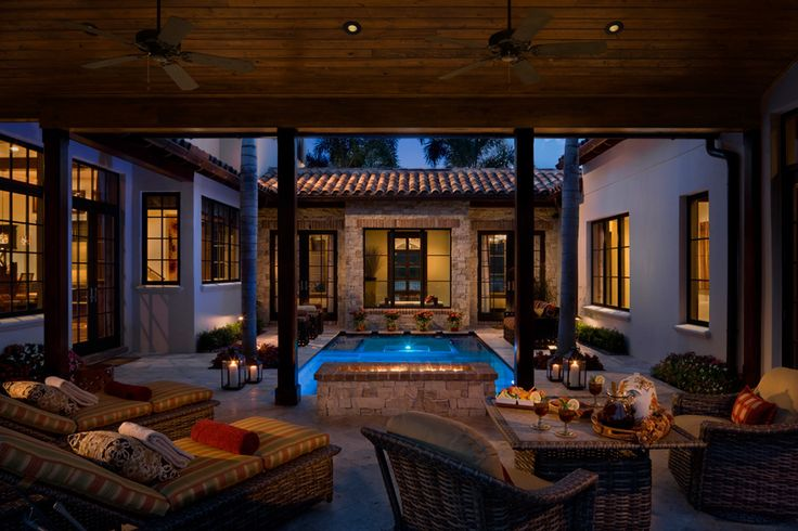 Reminds me of that home in Cali (not stockton, but the other town before it) with the cool courtyard. I loved that home so much because of the courtyard.
