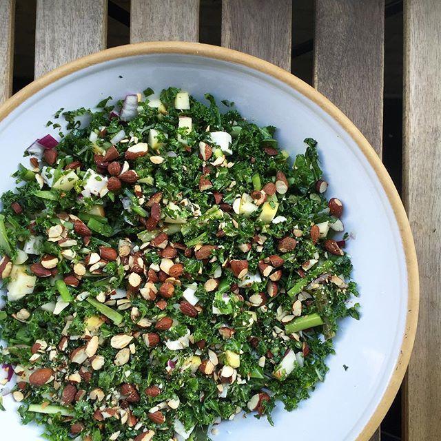 Aftenens salat til BBq kylling (hvis I ser med på snappen) 🐔🌱 og ris.. Kyllingen findes allerede på bloggen! God aften 😊