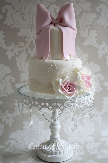 bow cake. pretty.: Fondant Bow, Bows Cakes, Pink Cakes, Pink Bows, Shower Cakes, Wedding Cakes, Bridal Shower, Big Bows, Cakes Stands