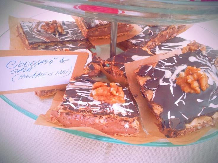 ciocolata marmorata cu migdale si nuci