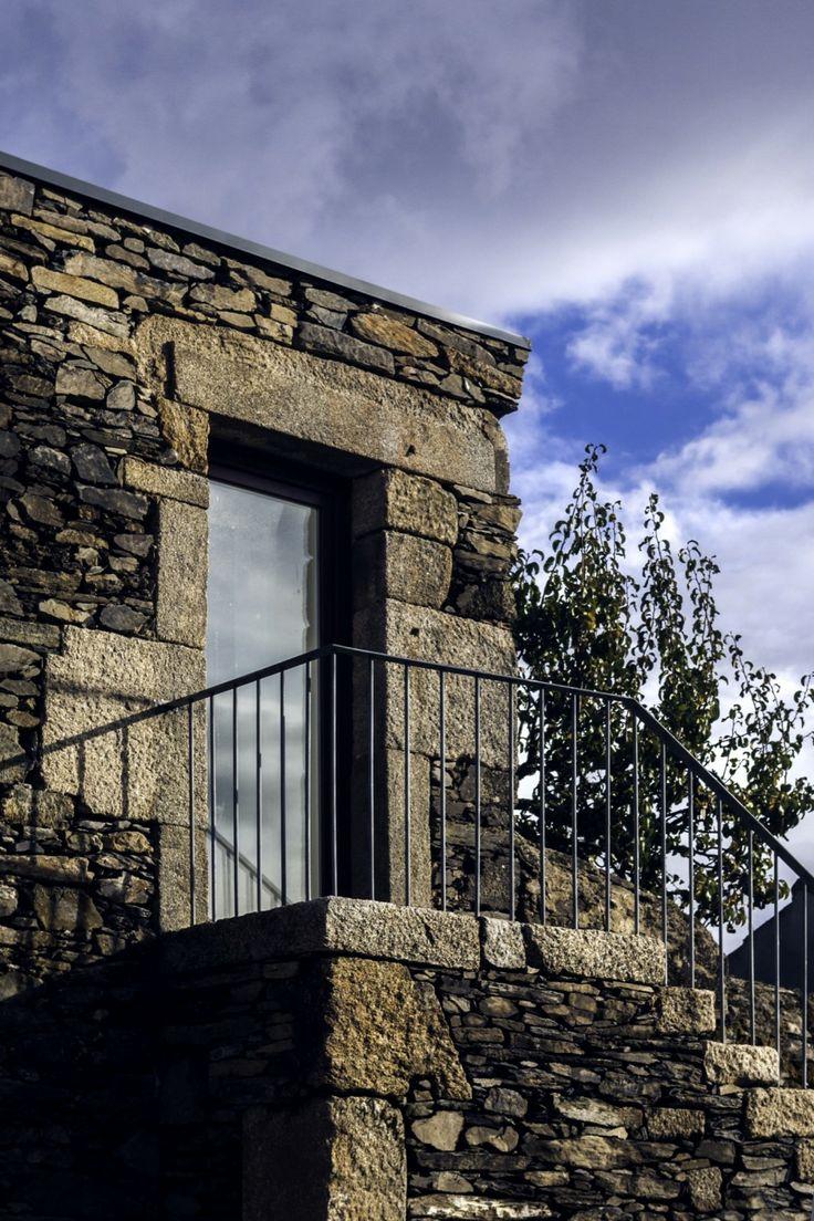 Hotel en los Viñedos Douro / Ricardo Carvalho + Joana Vilhena Arquitectos