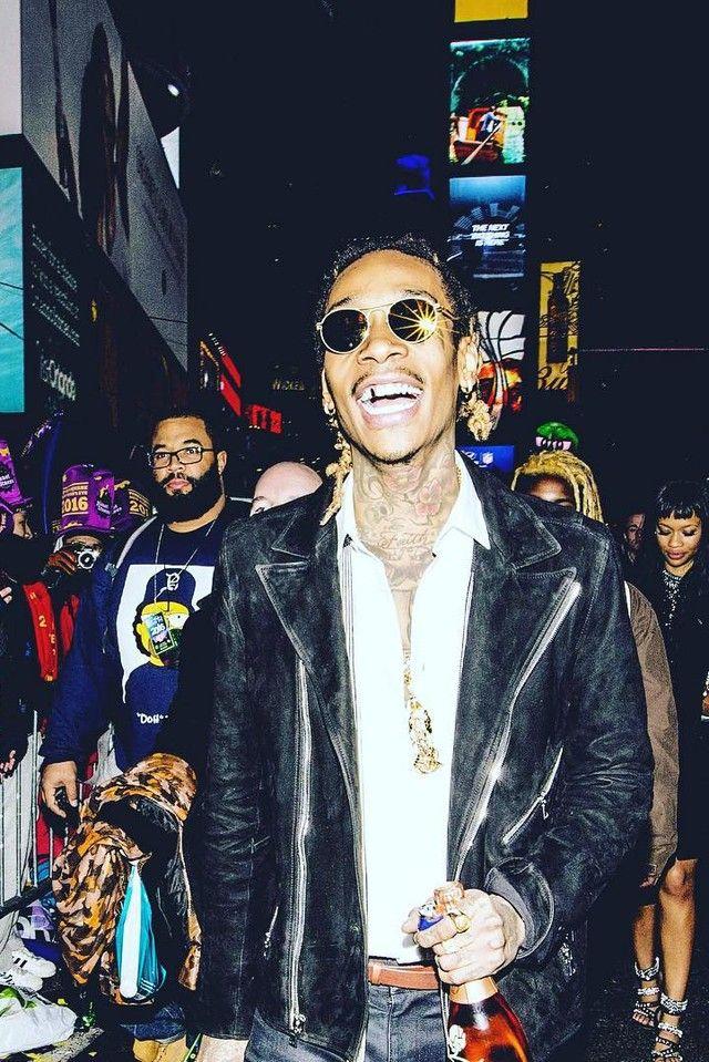 "15871754c14 Wiz Khalifa - Performing at Times Square as part of ABC  39 s "" Wiz Khalifa  Sunglasses ..."