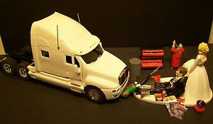 wedding cake topper with truck 1000 ideas about semi truck cakes on cakes 26664