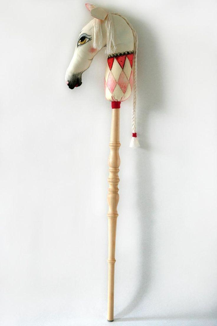 Onwijs mooi stokpaard #handmade | Stuffed Poetry via Kinderkamerstylist