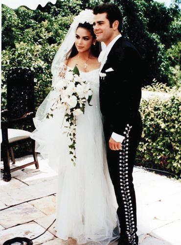 Bibi Gaytan Boda | La boda entre Bibi Gaytán y Eduardo Capetillo, en 1994, dejó ...