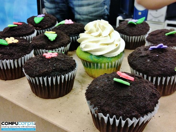 Living Green Expo - Enjoying some tasty cupcakes!